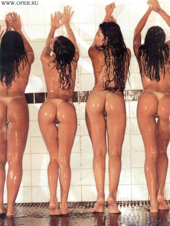 Бразильская сборная на помывке в бане