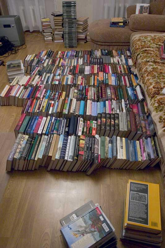 Вынес книжки из кладовки