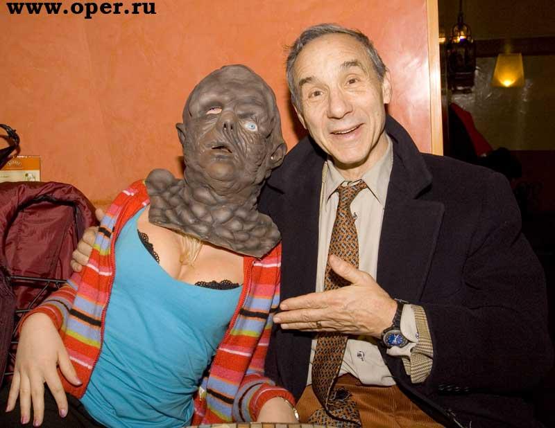 Ллойд Кауфман с питерской прелестницей