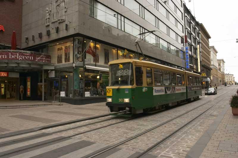 Трамвай в центре Хельсинки