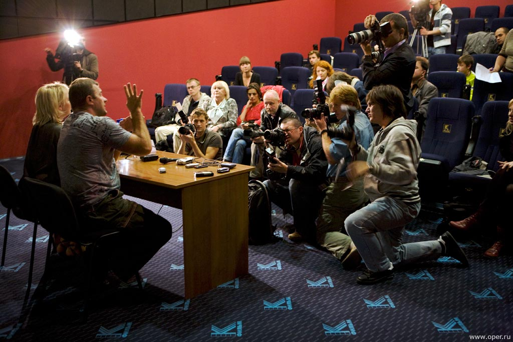Прессконференция в разгаре