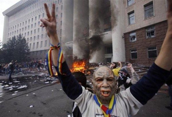 Виктор Ющенко прибыл поддержать революцию в Молдавии