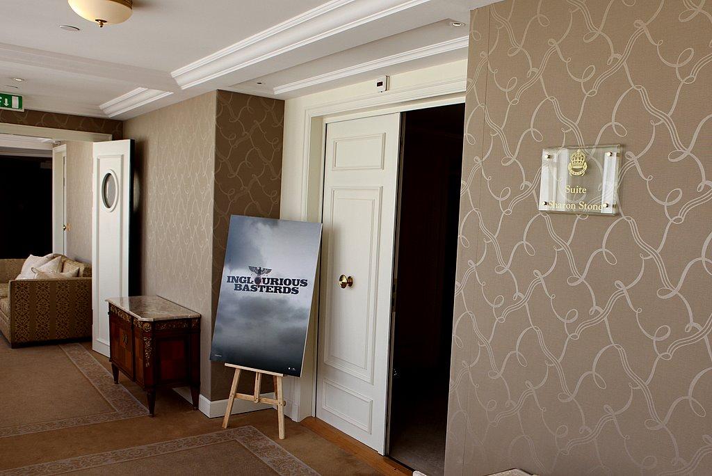 Номерок Шэрон Стоун в отеле Карлтон