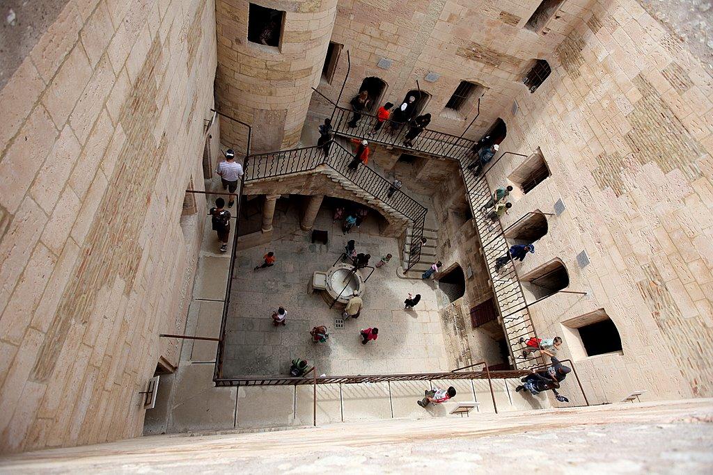Тюремный дворик в замке Иф