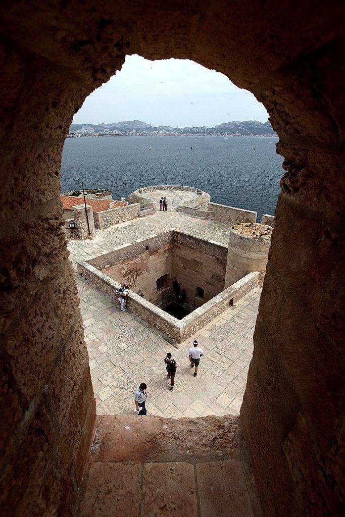 Прекрасный вид на замок Иф сверху