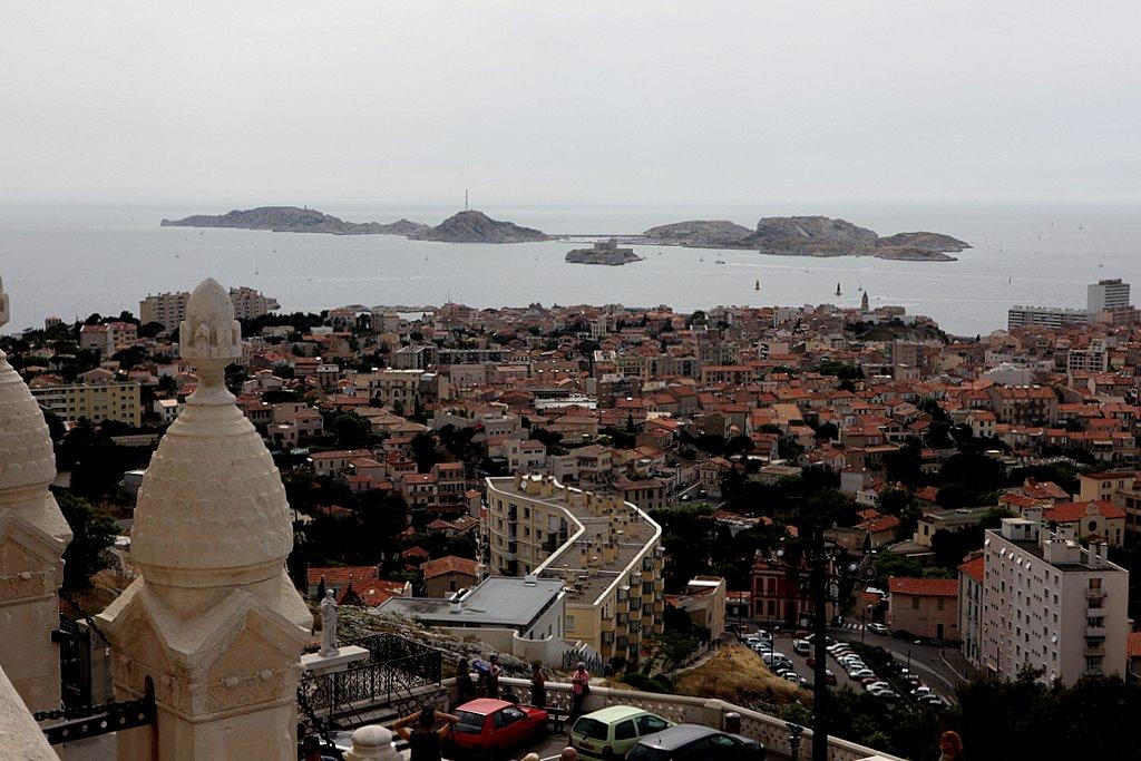 Вид с берега на остров Иф