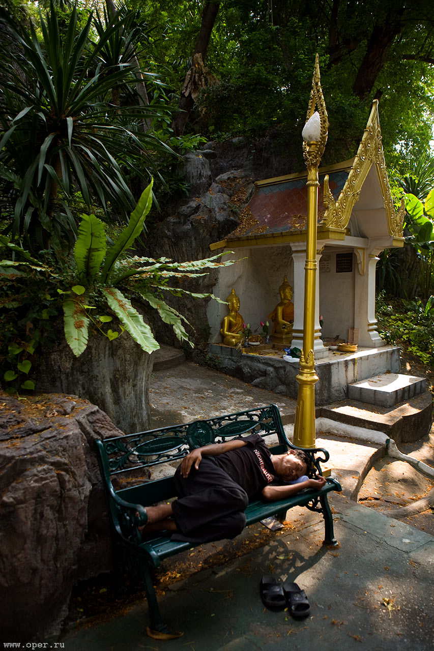 Дорога к тайскому храму