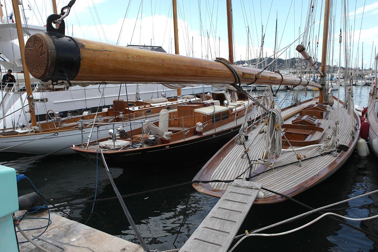 Яхта в Каннах