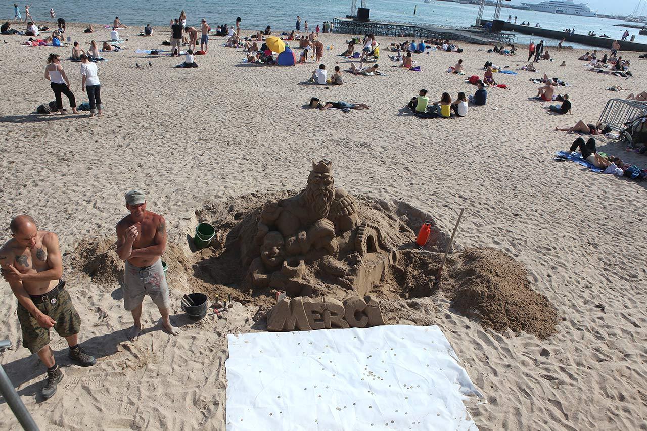 Пляжная скульптура за деньги
