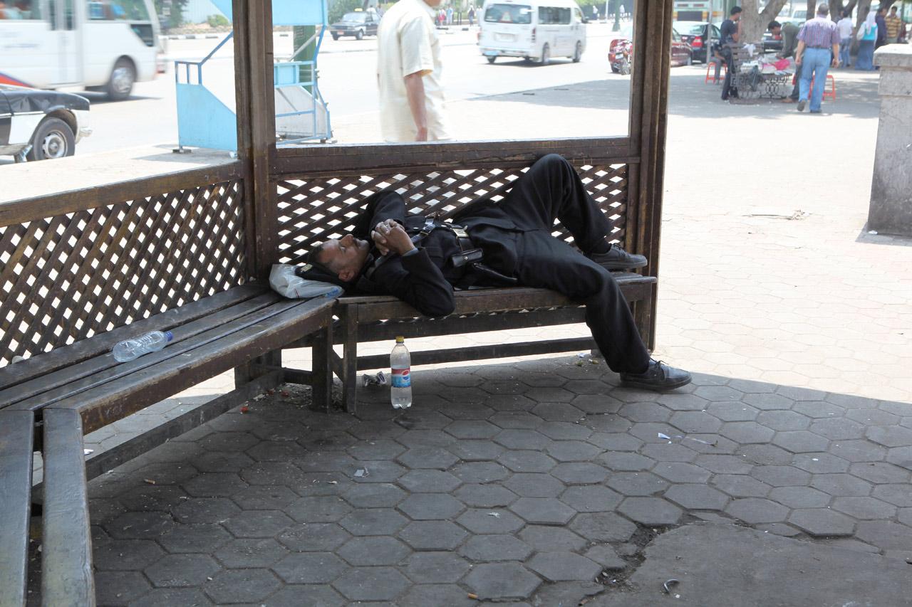 Египтянин спит - служба идёт