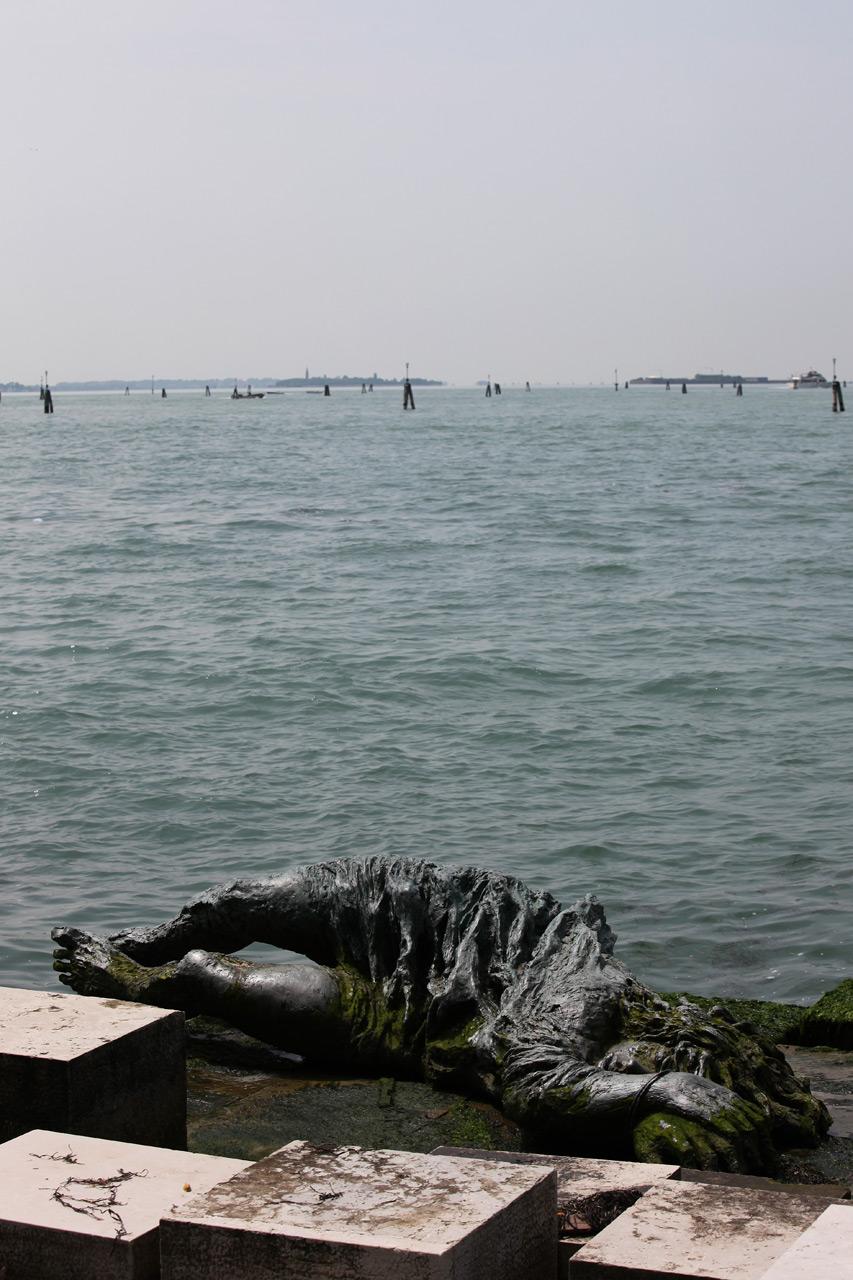 Памятник венецианской женщине