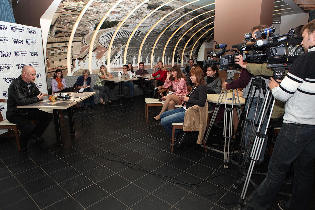 Раздача интервью в Челябинске
