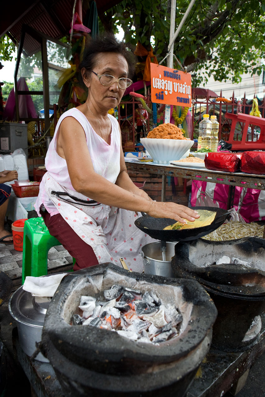 Суровая тайская бабаня