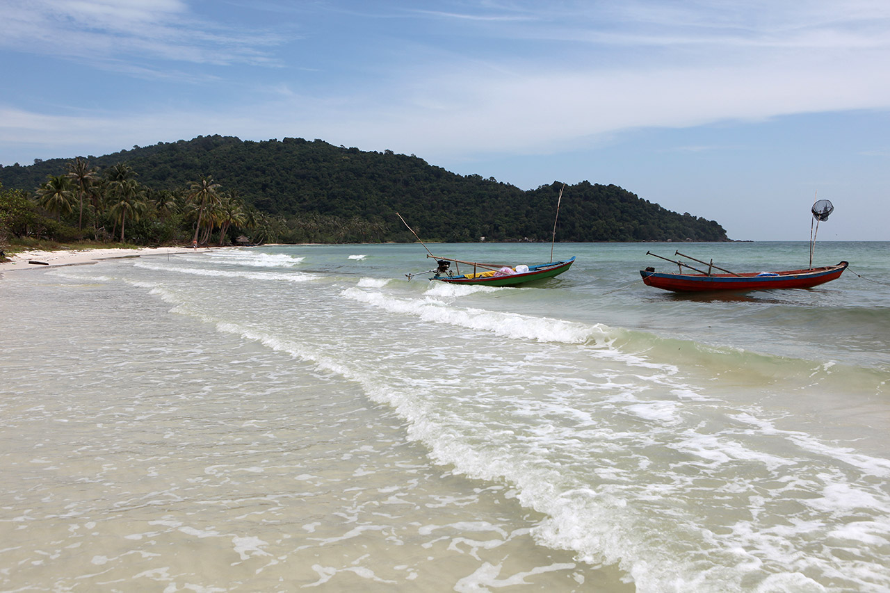 Пляж Sao Beach слева