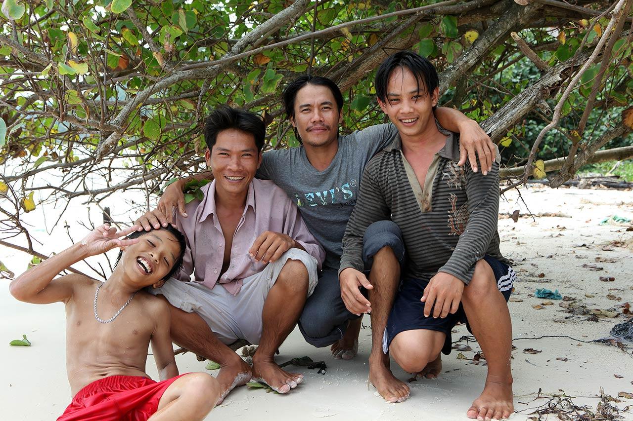 Коллектив вьетнамских рыбаков