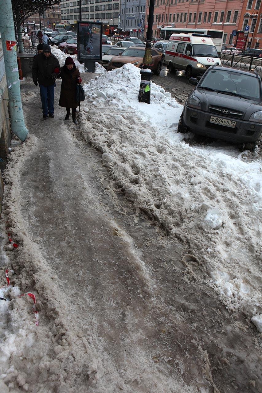 Тротуар на Лиговке