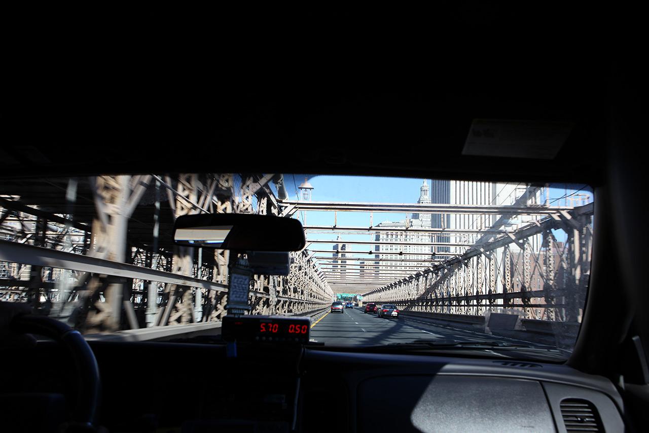 Бруклинский мост из такси