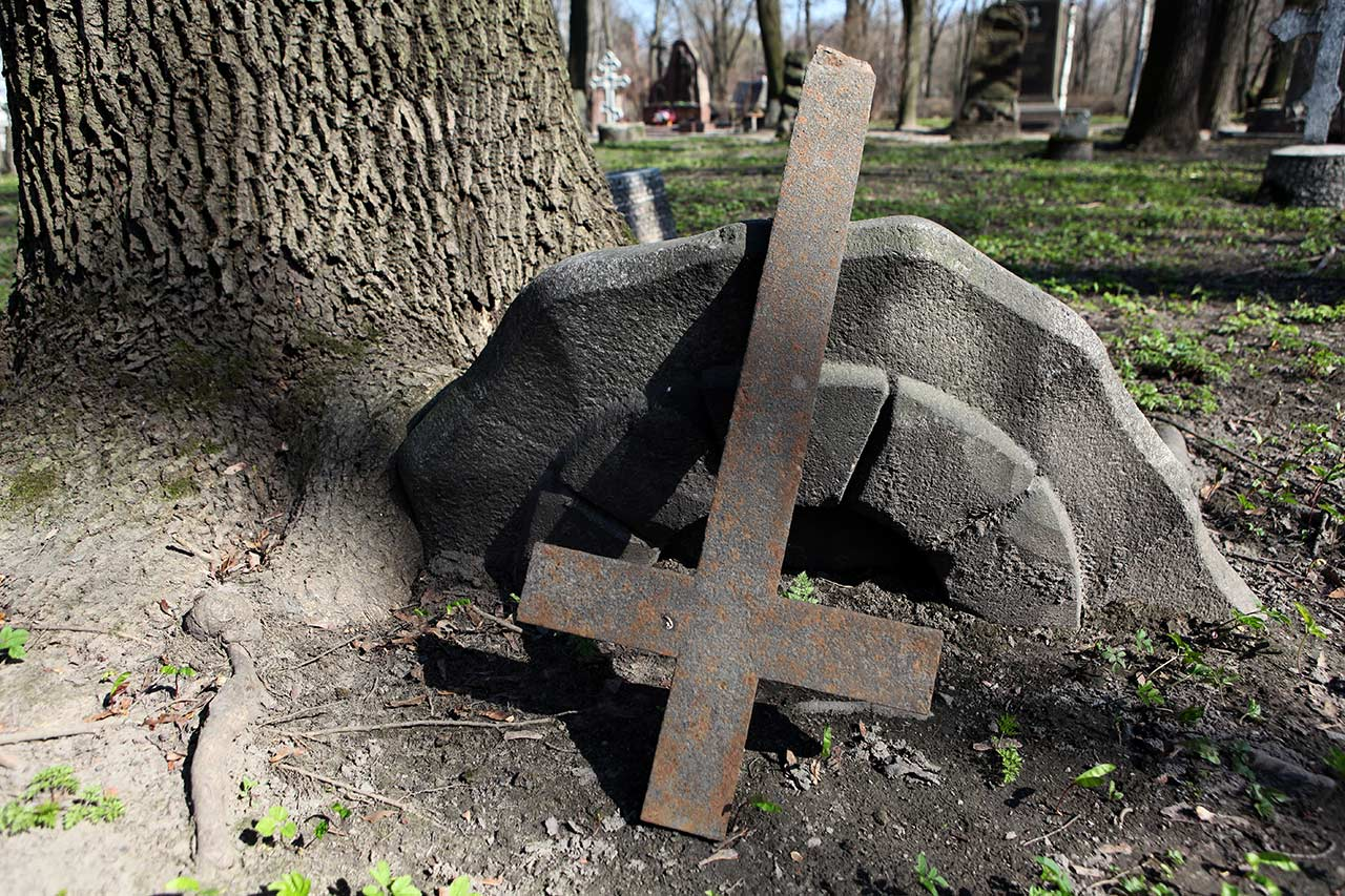 Сломанный крест