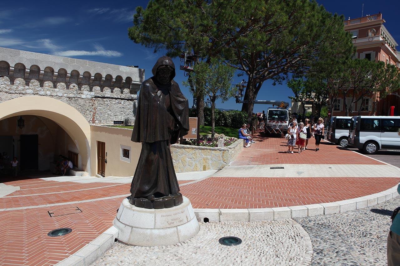 Памятник Франческо Гримальди