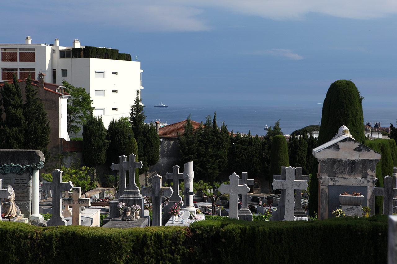 Кладбищенский вид на море