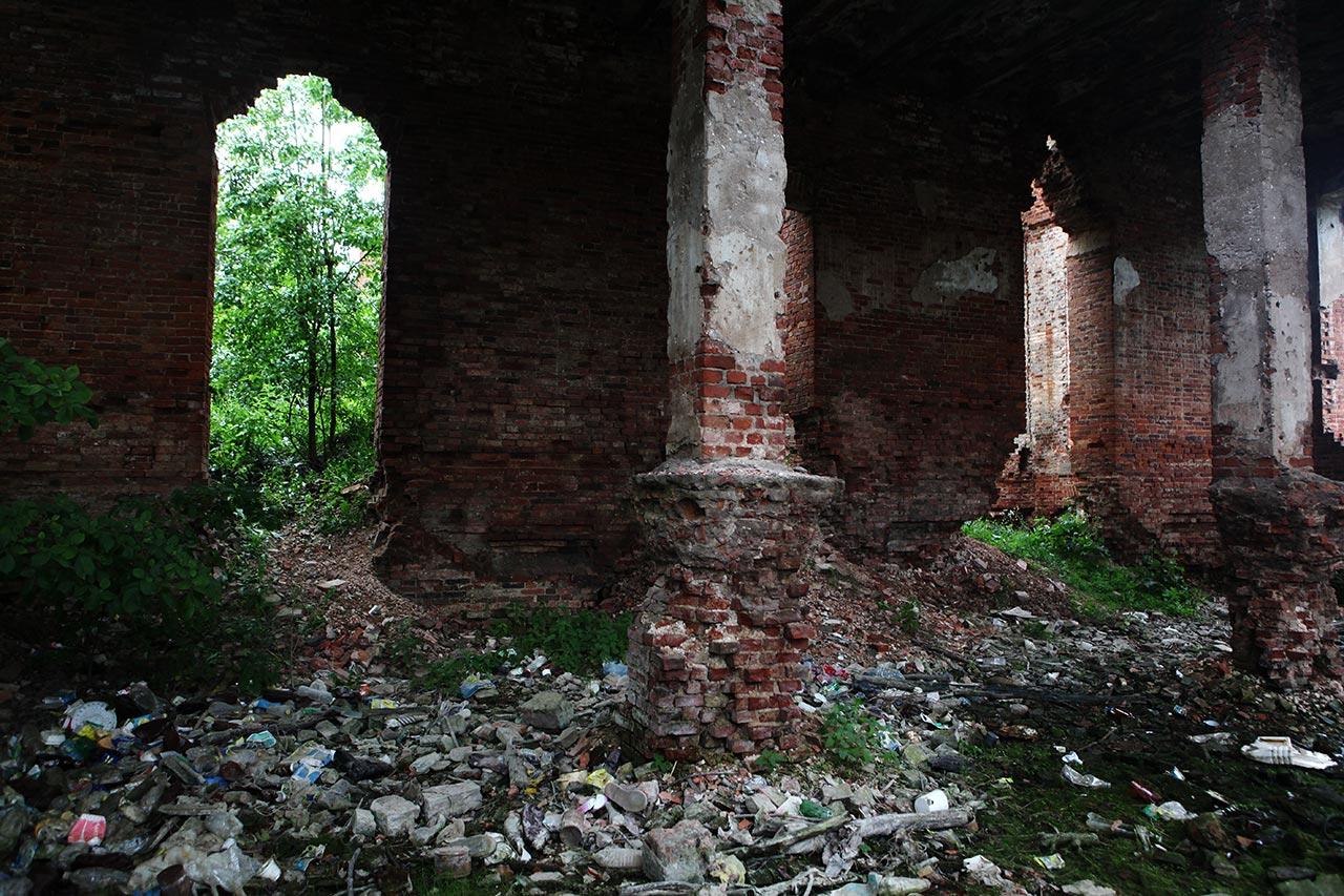Развалины в Селищах изнутри