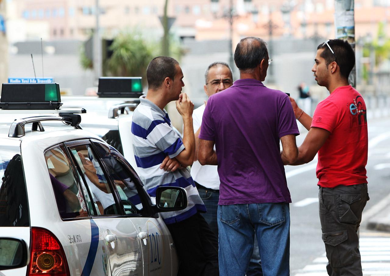 Таксисты делят козырные точки