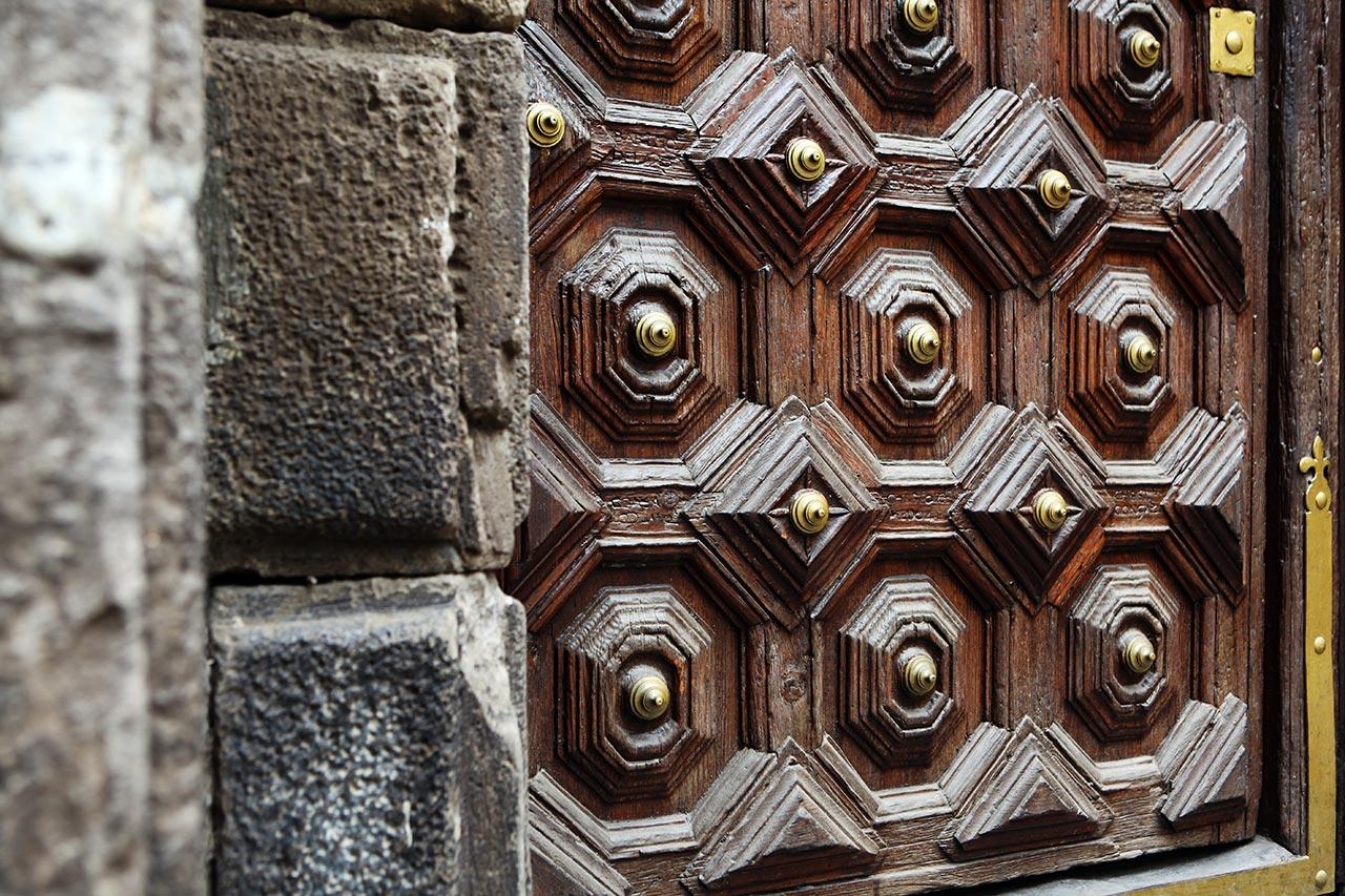 Церковная дверь