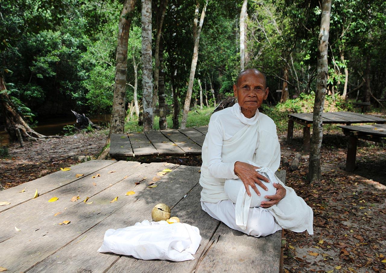 Кхмерская монашка