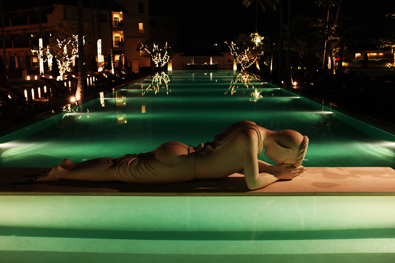 Наедине ночью у бассейна парочка, фото пизд красивые стройные