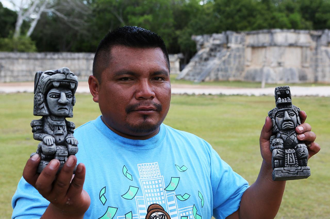 Продавец майа