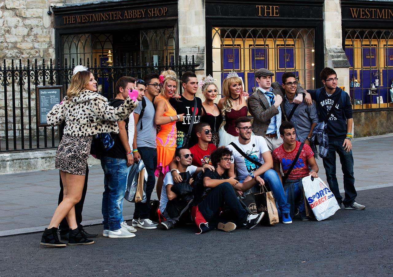 Жизнерадостные лондонцы и туристы