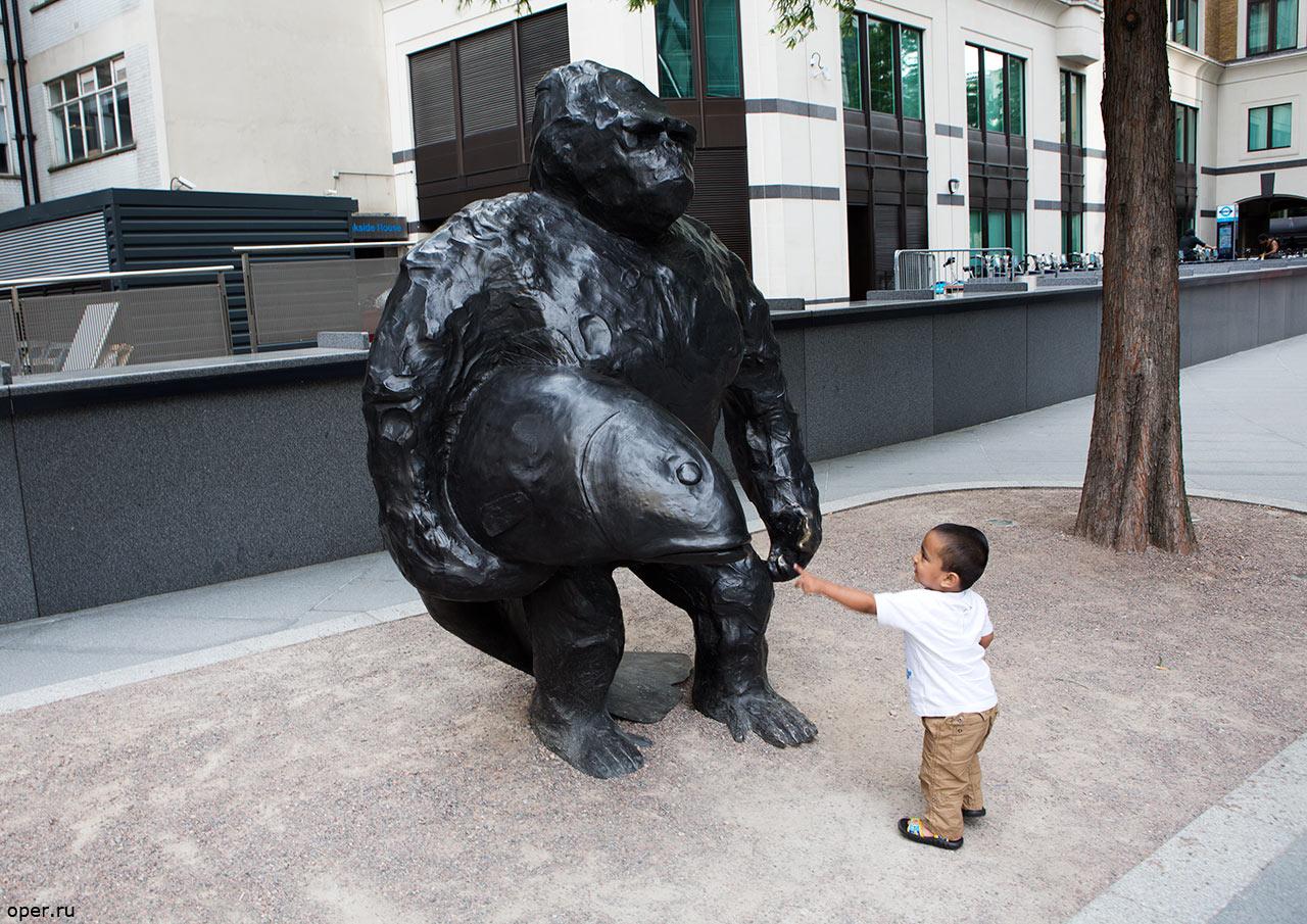 Лондонский гориллоид и малыш
