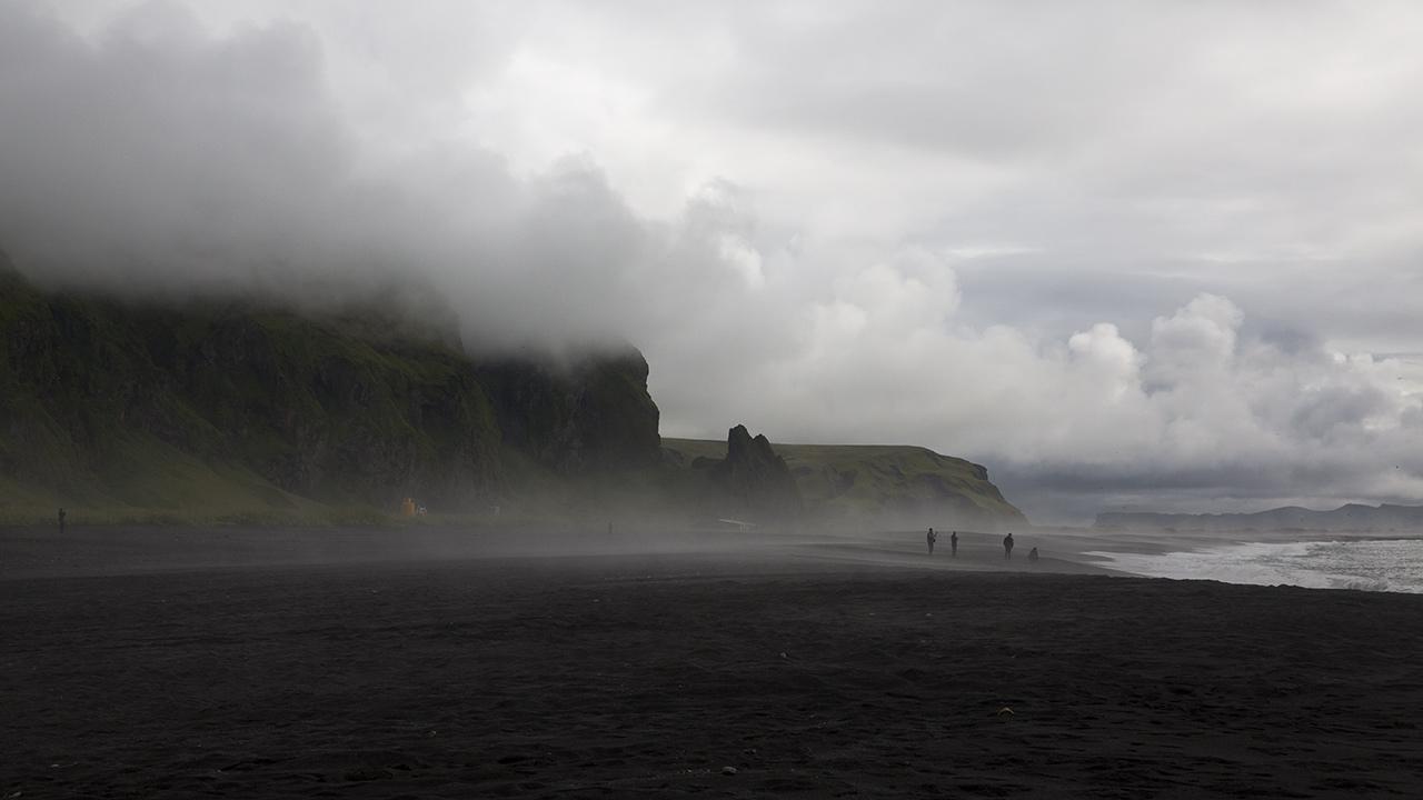 Исландский пляж