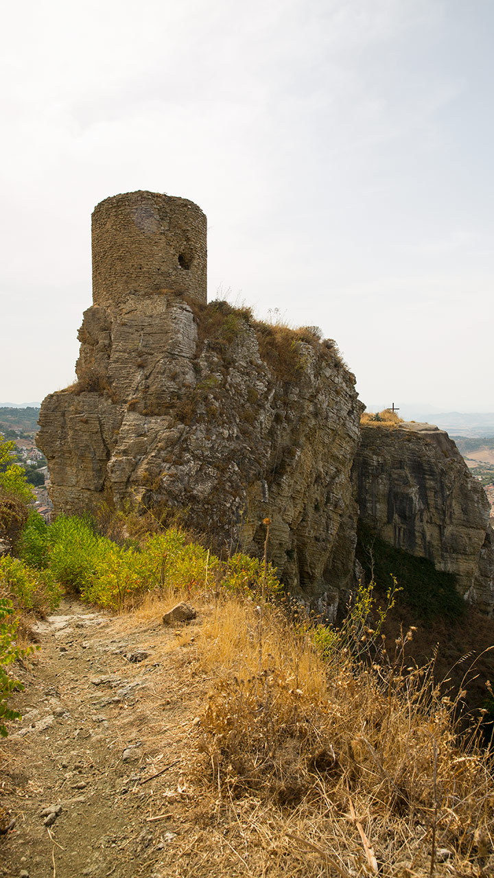 Крепость Сопрано над городом Корлеоне