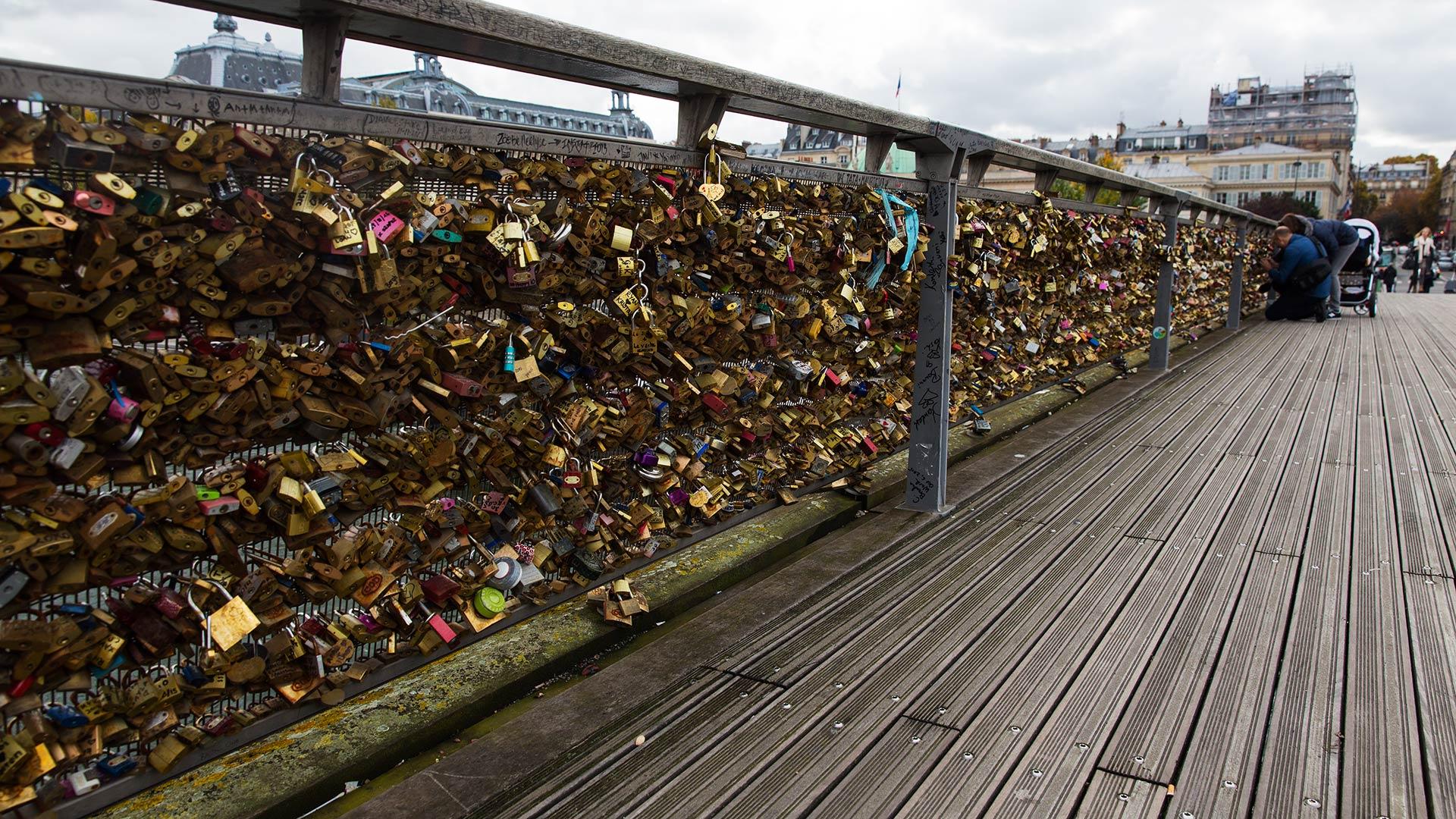 Мост Искусств через Сену
