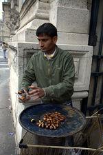 Продавец парижских каштанов