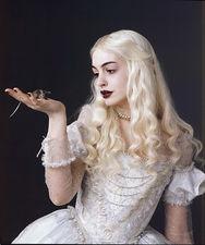 «Алиса в стране чудес» Бёртона — Белая королева Энн Хэтэуэй