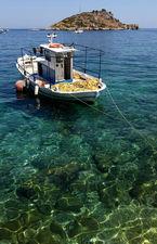 Греческая лодка в Ионическом море