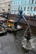 Вычерпывание говн из канала Грибоедова