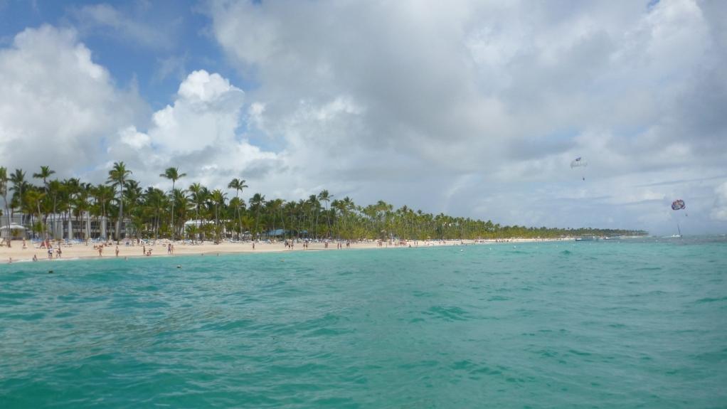 Сексуальной тетей красивую стройную имеют во все щели на райском острове смотреть