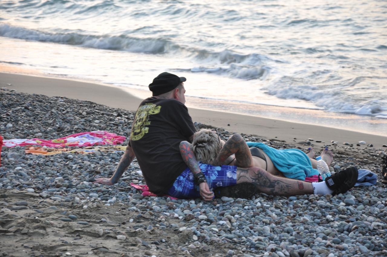 фото парочек на диком пляже