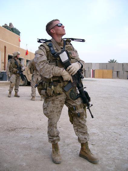 Американский солдат ебет полною женщину